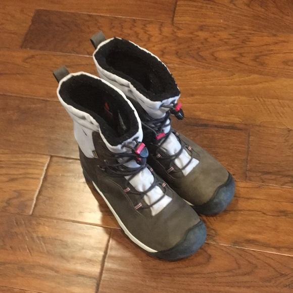 Keen women's waterproof winter boots size 8.5